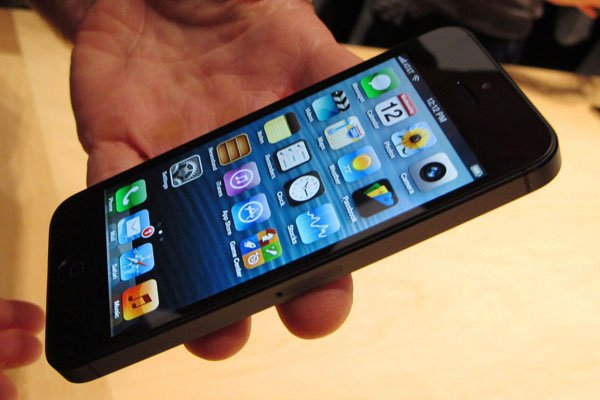 Đừng ngó lơ lỗi ám hồng trên màn hình iPhone 5