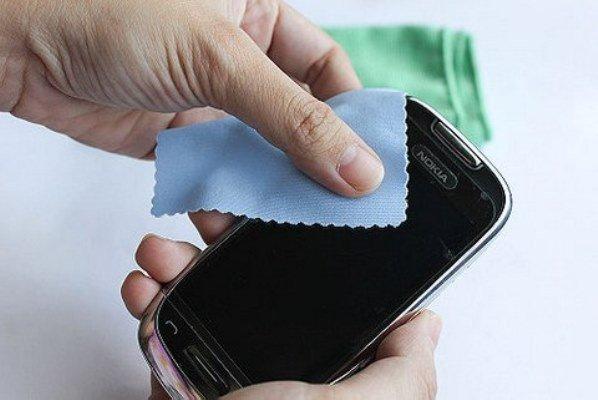 smartphone-bi-xuoc-man-hinh-chuyen-nho