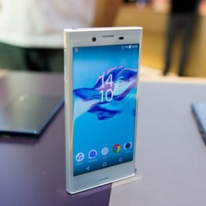 thay-man-hinh-mat-kinh-cam-ung-sony-xperia-x-compact