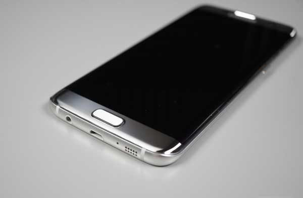 Cách khắc phục nhanh chóng Galaxy S7/ S7 edge không nhận sạc