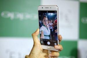 Mất hứng Selfie chỉ vì Oppo F1s lỗi Camera