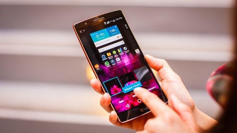 Sử dụng điện thoại bị nứt mặt kính, lợi bất cập hại