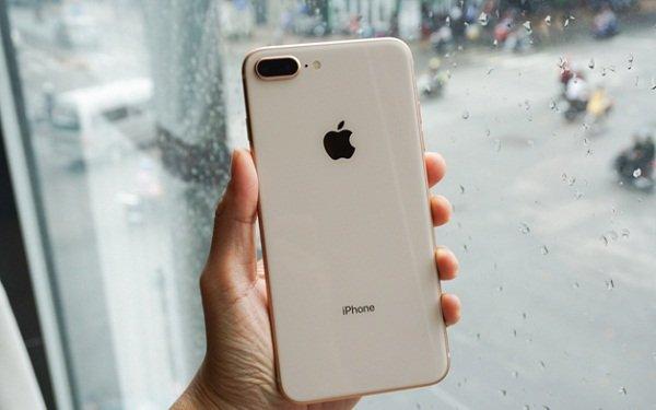 Giá kính lưng iPhone 8, 8 Plus quá cao, tại sao phải thay?