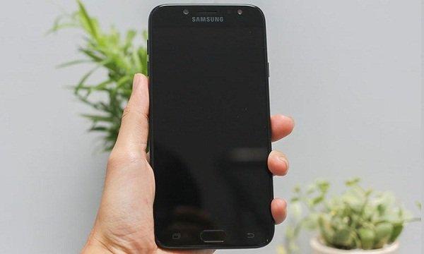 Khắc phục Samsung Galaxy J7 Pro bị đen màn hình nhanh chóng