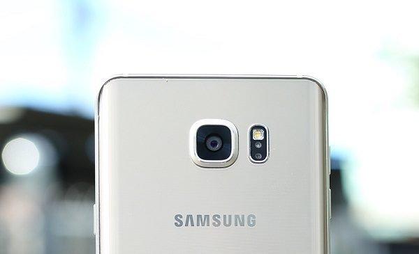 Sửa chữa Samsung Galaxy Note 5 bị hư camera sau nhanh chóng