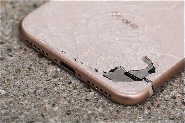 Thay kính lưng iPhone 8 chính hãng nhanh chóng