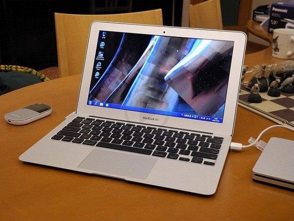 Macbook vừa sạc vừa dùng – Lợi ích bạn chưa bao giờ biết