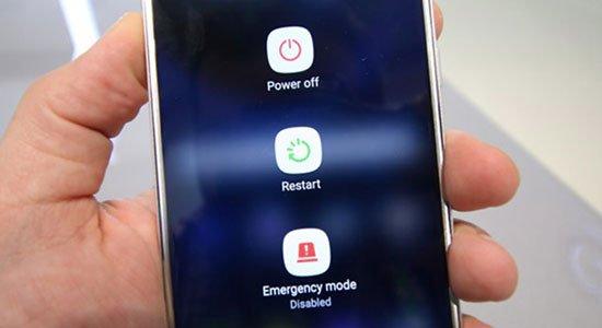 Màn hình cảm ứng điện thoại bị đơ, phải làm sao?
