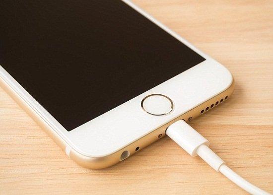 Màn hình iPhone 6 bị tối đen, nên làm gì lúc này?