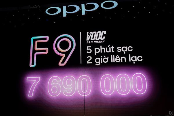 """Trên tay OPPO F9 - """"siêu phẩm"""" tầm trung KHỦNG nhất hiện nay 2"""