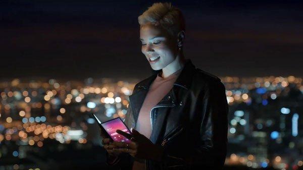 Samsung công bố video chính thức về điện thoại màn hình gập Galaxy X
