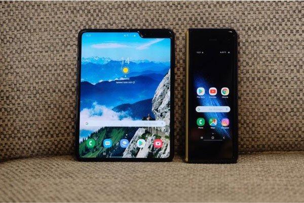 Samsung Galaxy Fold màn hình gập cháy hàng ngay đợt mở bán đầu tiên 1