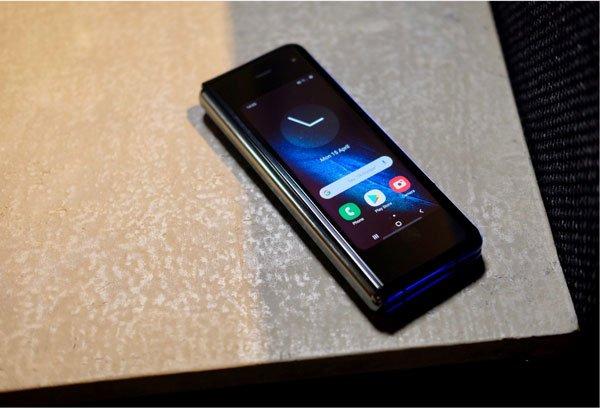 Samsung Galaxy Fold màn hình gập cháy hàng ngay đợt mở bán đầu tiên 2