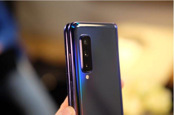 Samsung Galaxy Fold màn hình gập cháy hàng ngay đợt mở bán đầu tiên 3
