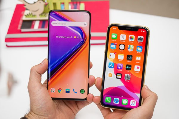 So sánh OnePlus 7 Pro vs Apple iPhone XR 1